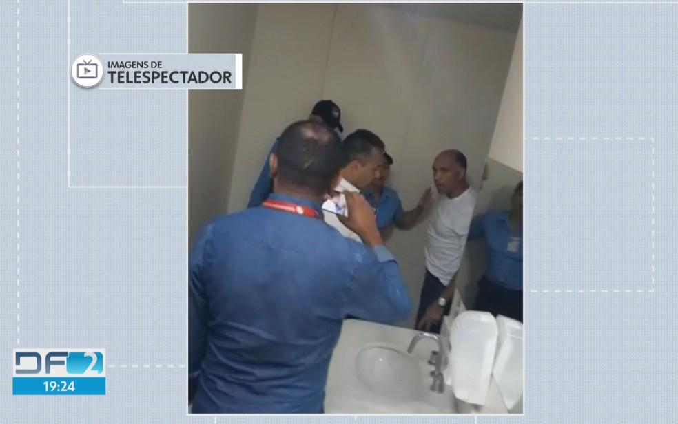 Distrital Wellington Luiz tenta invadir Hospital de Base e faz ameaças, dizem vigilantes (Foto: TV Globo/Reprodução)