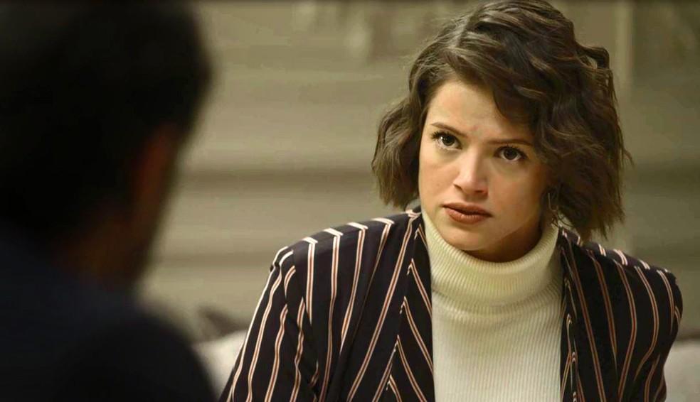 Josiane (Agatha Moreira) fica estarrecida com notícia de que perdeu toda a sua fortuna, na novela 'A Dona do Pedaço — Foto: Globo