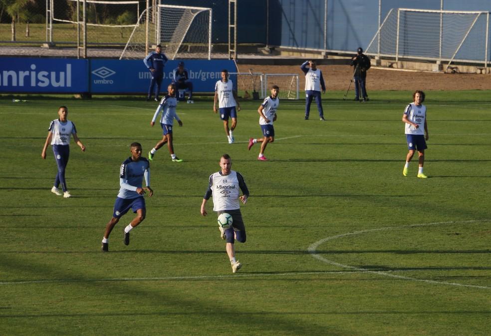 Paulo Victor na linha em treino do Grêmio — Foto: Eduardo Moura
