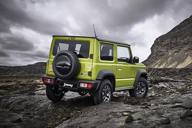 A suspensão do novo Suzuki Jimny é por eixos rígidos para ajudar nos obstáculos (Foto: Divulgação)