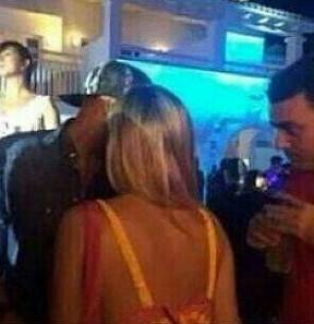 Neymar conversa com Priscilla Silva em boate em Ibiza (Foto: Instagram/ Reprodução)