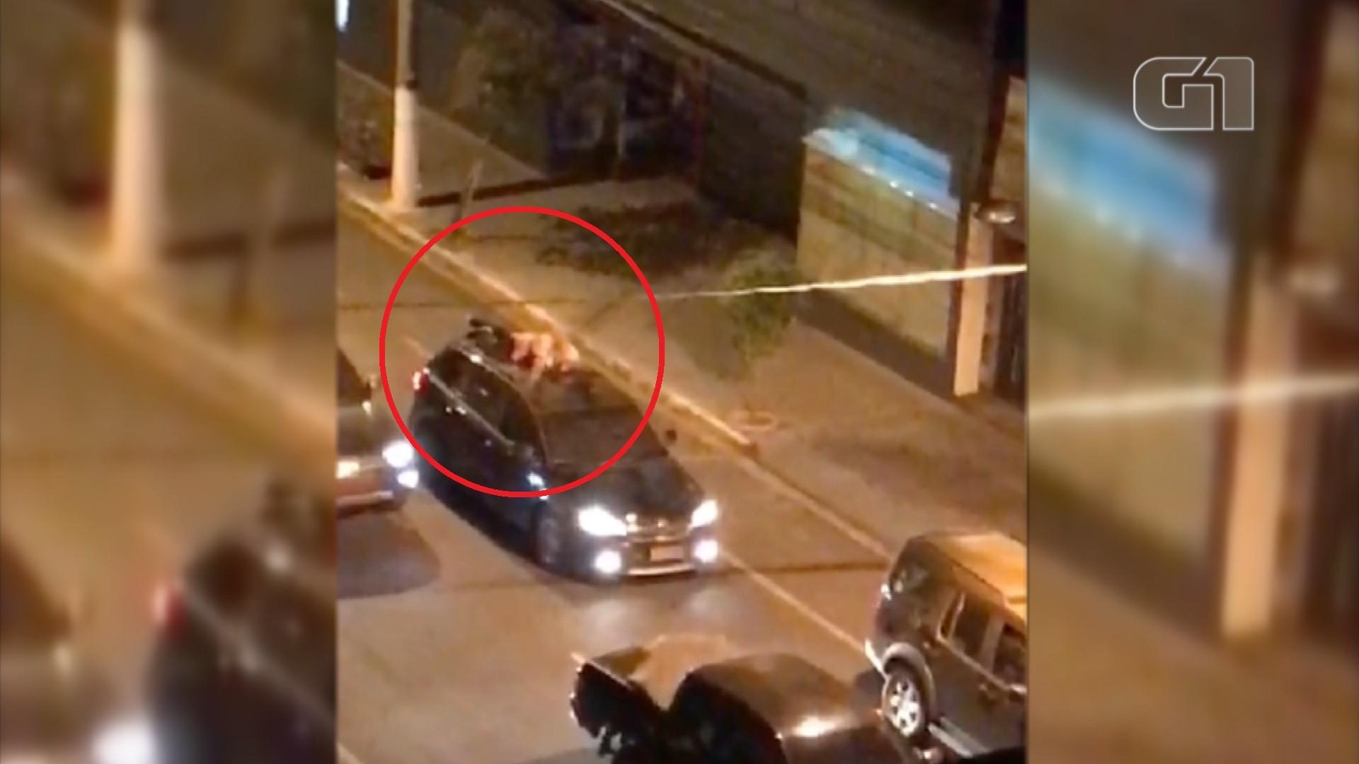 Refém relata pânico ao ver filho como 'escudo humano' em teto de carro durante assalto a banco: 'Terror'