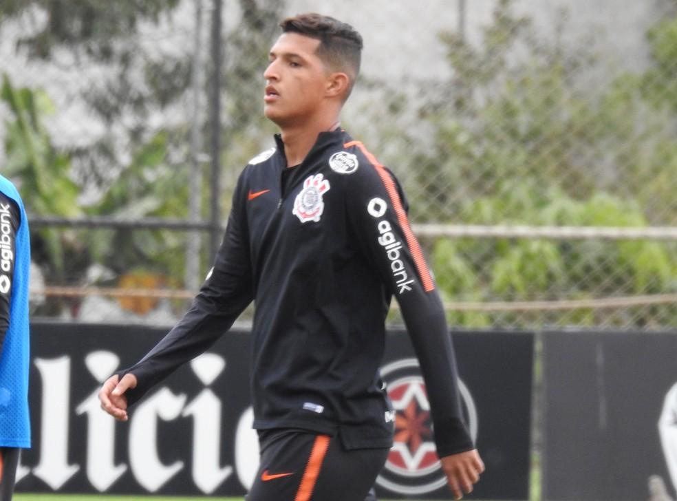 Matheus Matias será titular do Corinthians contra o Cruzeiro (Foto: Bruno Cassucci)