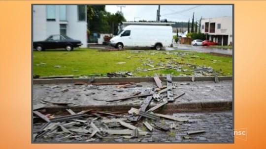 Chuva e vendaval provocam estragos em cidades do Oeste de SC