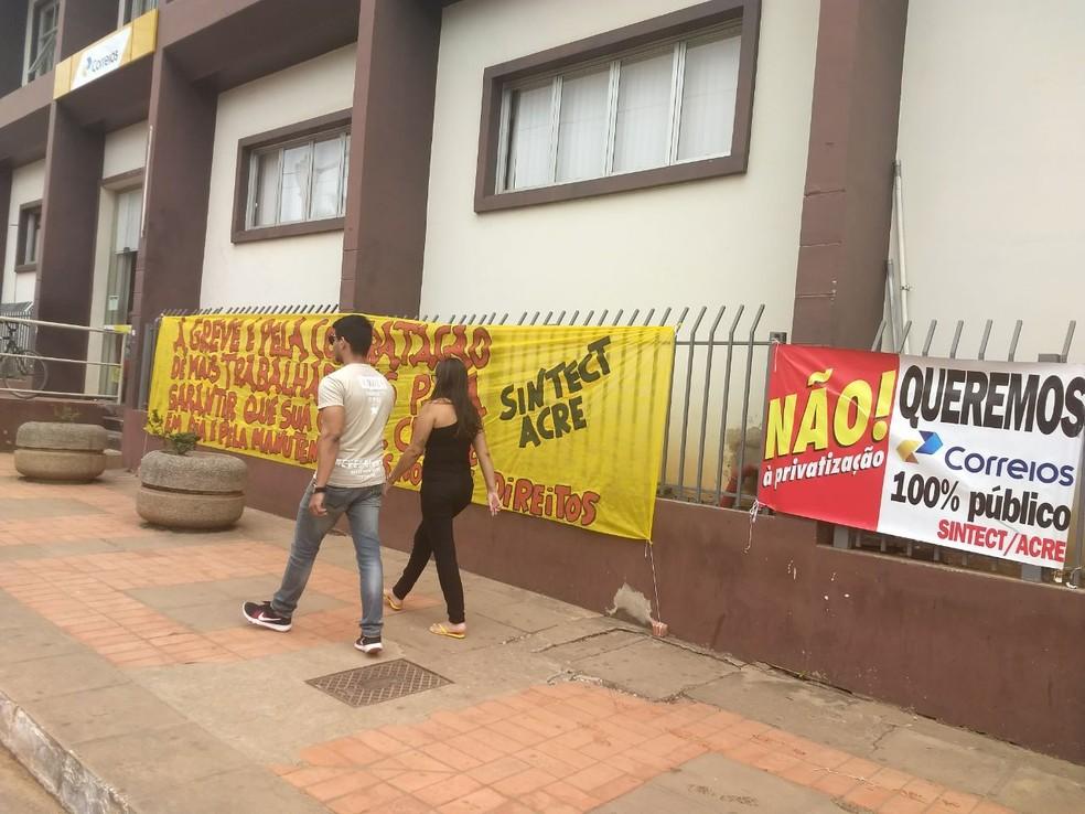 Após decisão do TST, funcionários dos Correios decidem suspender greve no Acre (Foto: Aline Nascimento/G1)