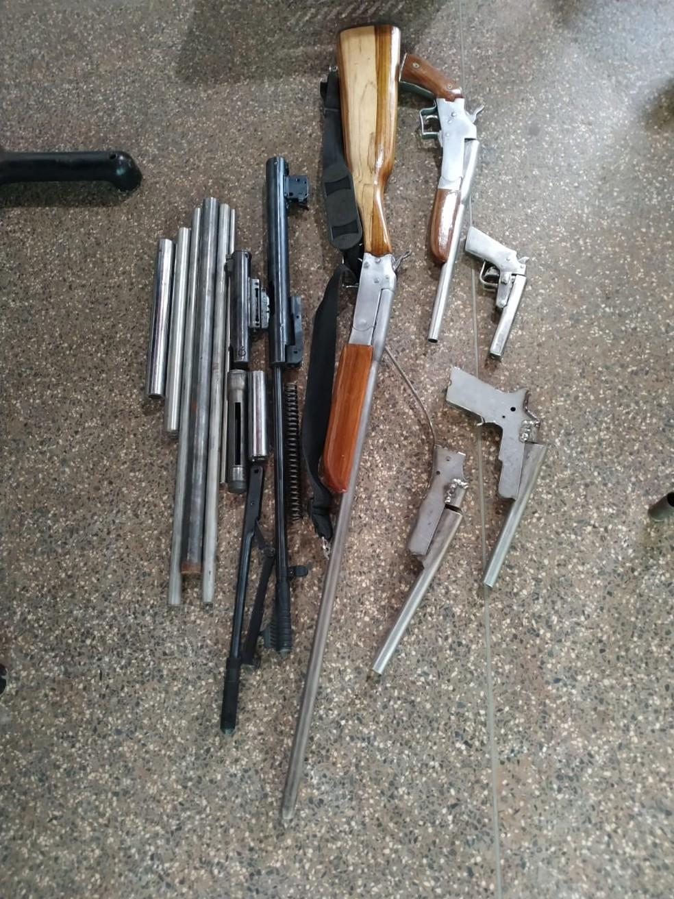 Fábrica de armas 'artesanais' é fechada em Cacoal, RO — Foto: BPA/Divulgação
