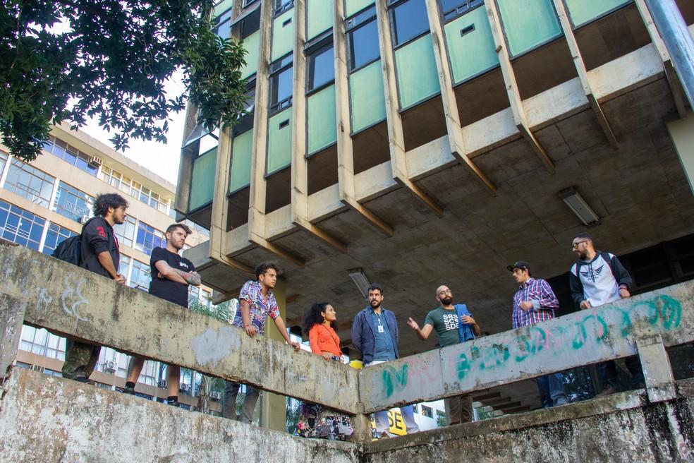Equipe do coletivo No Setor, do Comitê Permanente de Grafite do DF e da Secretaria de Cultura visita SCS para elaborar plano de revitalização do local — Foto: Ludimila Barbosa/GDF/Divulgação