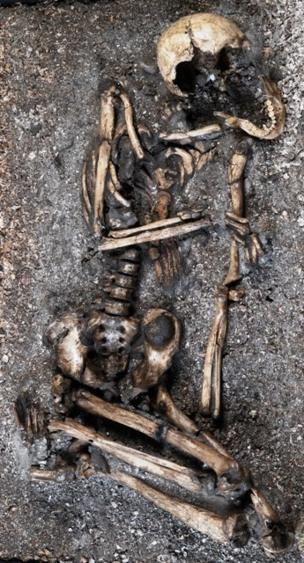 Sambaqui é uma elevação construída a partir de restos de animais dispostos junto com esqueletos humanos, restos de fogueiras e, eventualmente, evidências de habitação (Foto: DIVULGAÇÃO/MUSEU NACIONAL)