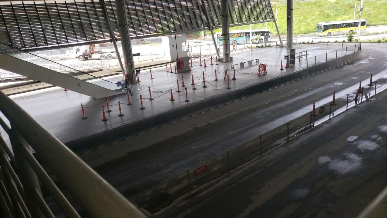 'Deslocamento na estrutura' leva PBH a interditar passarela que liga metrô à Estação São Gabriel