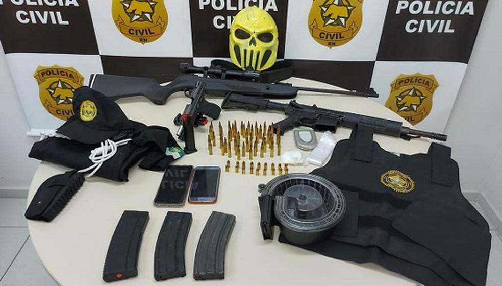 Armas e munições apreendidas devem estar em situação irregular — Foto: Polícia Civil/Divulgação