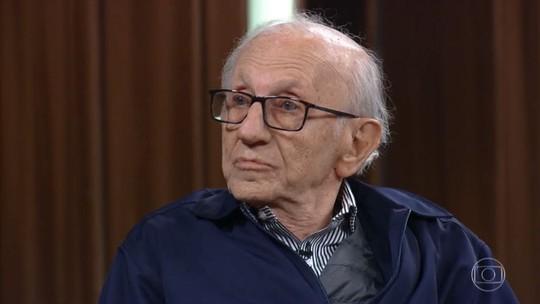 Único brasileiro vivo sobrevivente de Auschwitz se emociona ao falar de liberdade: 'Vou pelo caminho que eu quero'
