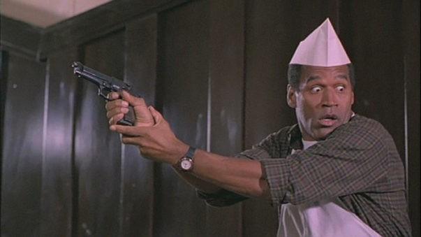 O.J. Simpson em cena de Corra Que a Polícia Vem Aí (Foto: Reprodução)