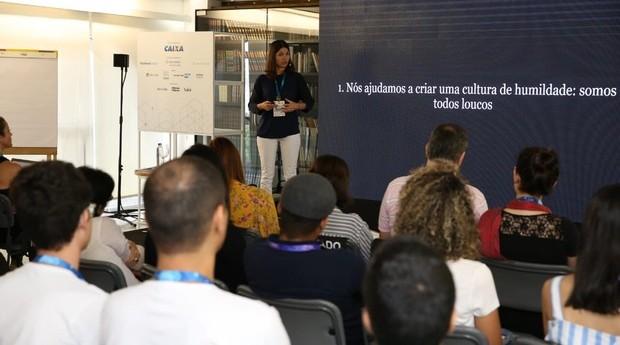 Mônica Barroso, Diretora De Aprendizagem Da The School Of Life, durante o Fice (Foto: Foto: Alexandre Dipaula)