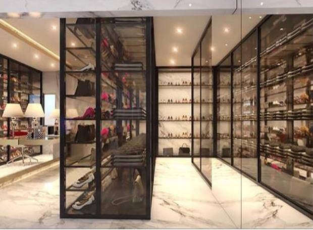 O closet aberto deixa a coleção de roupas e sapatos de Flavia a mostra (Foto: Instagram/ Reprodução)