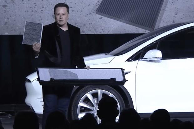 Tesla Model X Filtro Elon Musk (Foto: Divulgação)