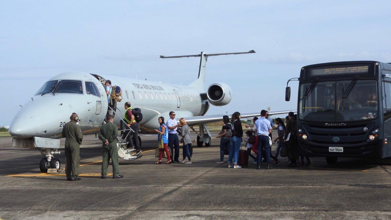 Mais de 20 imigrantes venezuelanos são levados de Roraima para Brasília e Rio de Janeiro