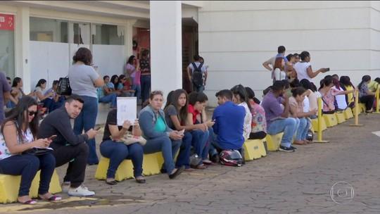 Mais de 5 milhões de pessoas buscam trabalho há mais de um ano, diz IBGE