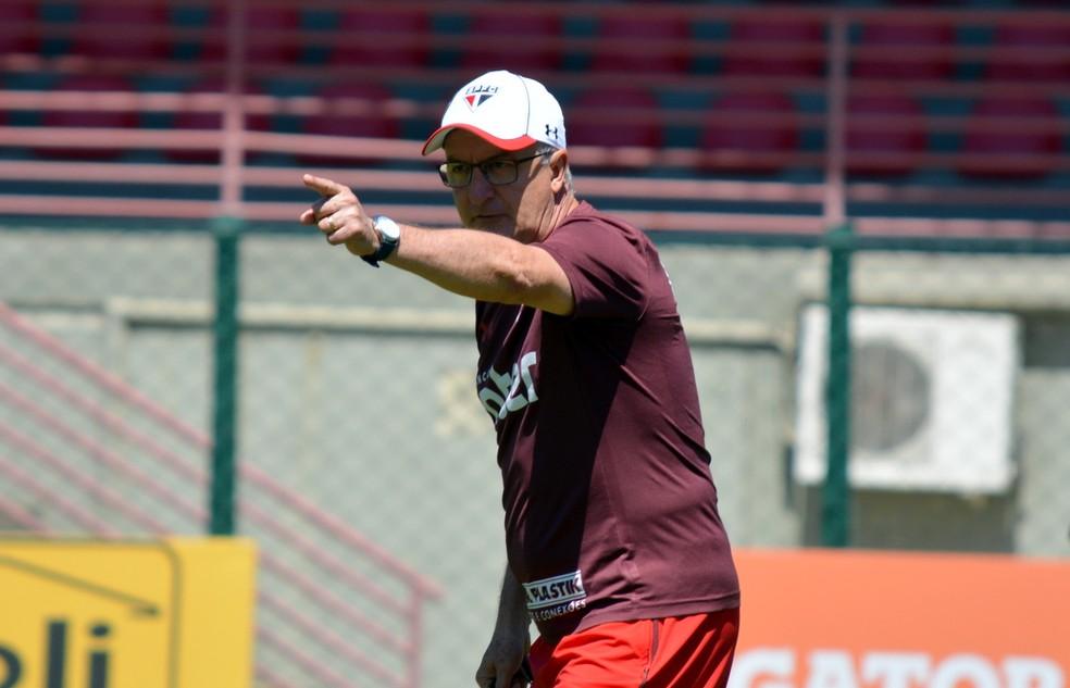 Dorival Júnior, do São Paulo, treina o time no CT (Foto: Érico Leonan / saopaulofc.net)