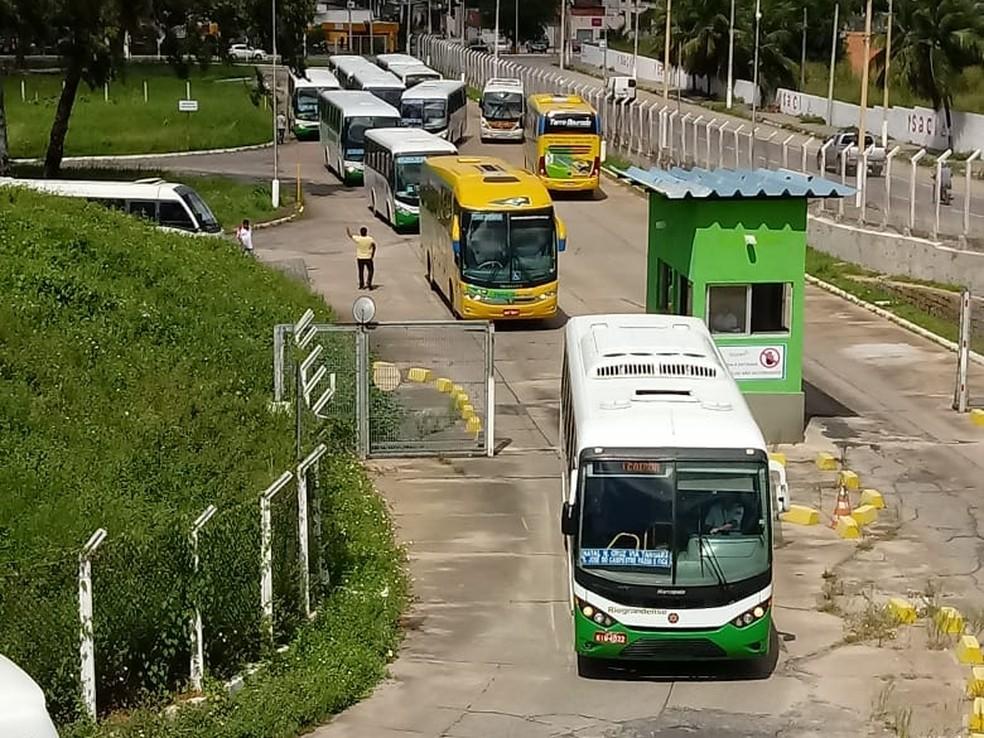 Ônibus de viagens intermunicipais deixam a rodoviária de Natal (arquivo) — Foto: Olinto Bezerra/Inter TV Cabugi