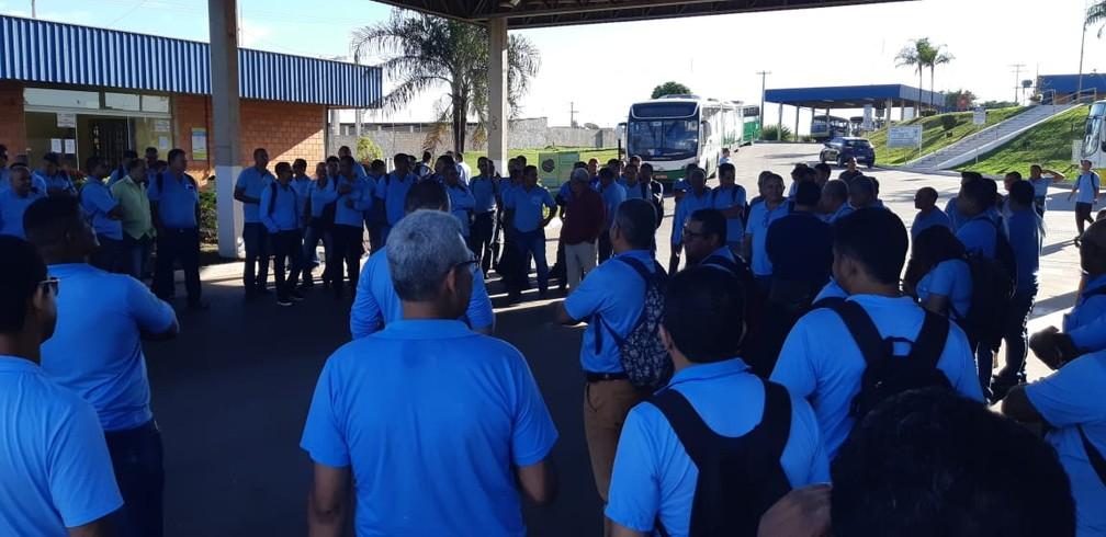 Funcionários do transporte coletivo alegam atraso salarial e fazem paralisação em Cuiabá e Várzea Grande — Foto: Alizangela de Souza/Arquivo pessoal