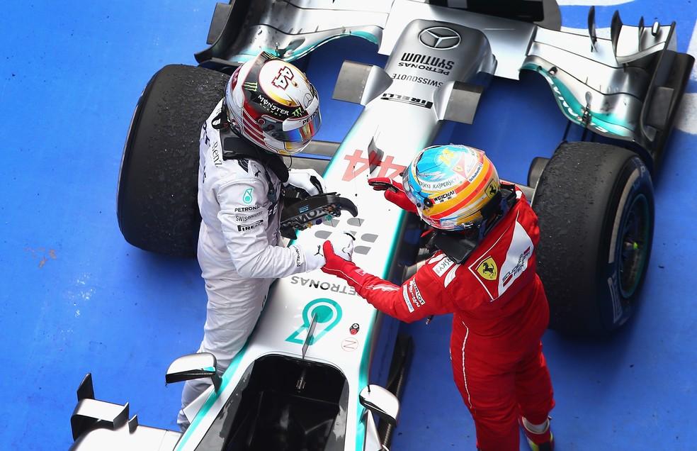 Lewis Hamilton e Fernando Alonso no GP da China de 2014 (Foto: Clive Mason/Getty Images)