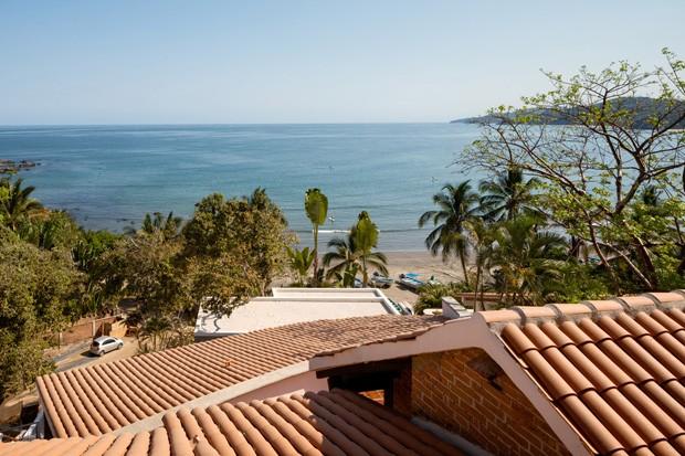 No México, casa no topo da colina tem vista incrível do Oceano Pacífico (Foto: Fotos Rafael Gamo/ Divulgação)