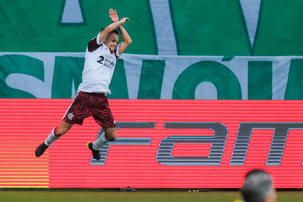 Atacante fez dois contra o Palmeiras — Foto: Marcello Zambrana/AGIF