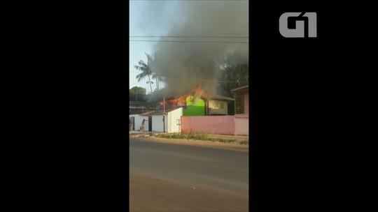 Duas casas são parcialmente destruídas durante incêndio em Macapá