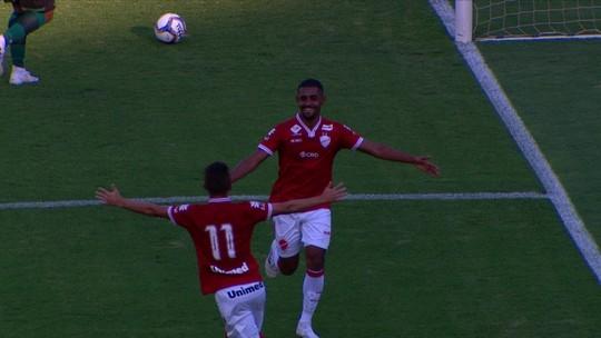 Vitor Carvalho pede desculpas após erro que resultou em gol do Vila Nova contra o Coritiba