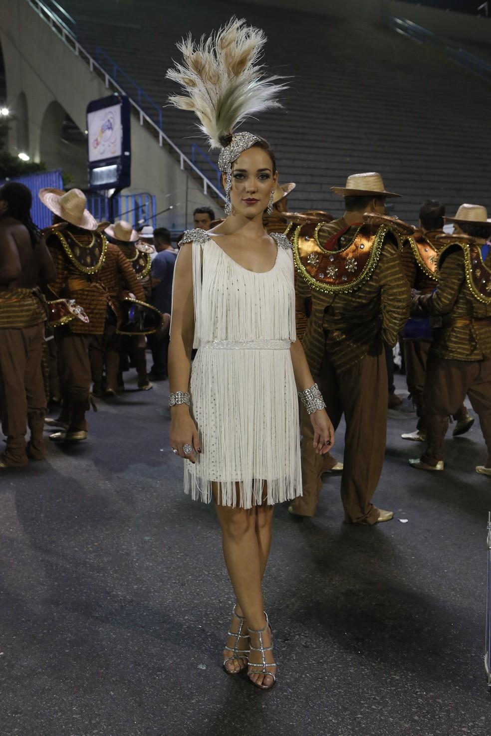 Amanda (Adriana Birolli) também participa do desfile em homenagem a José Alfredo (Alexandre Nero) - 'Império' — Foto: Felipe Monteiro/Globo