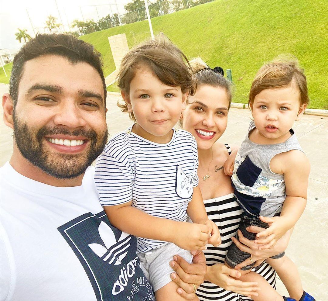 Gusttavo Lima e Andressa Suita com os filhos, Gabriel e Samuel (Foto: Reprodução/Instagram)