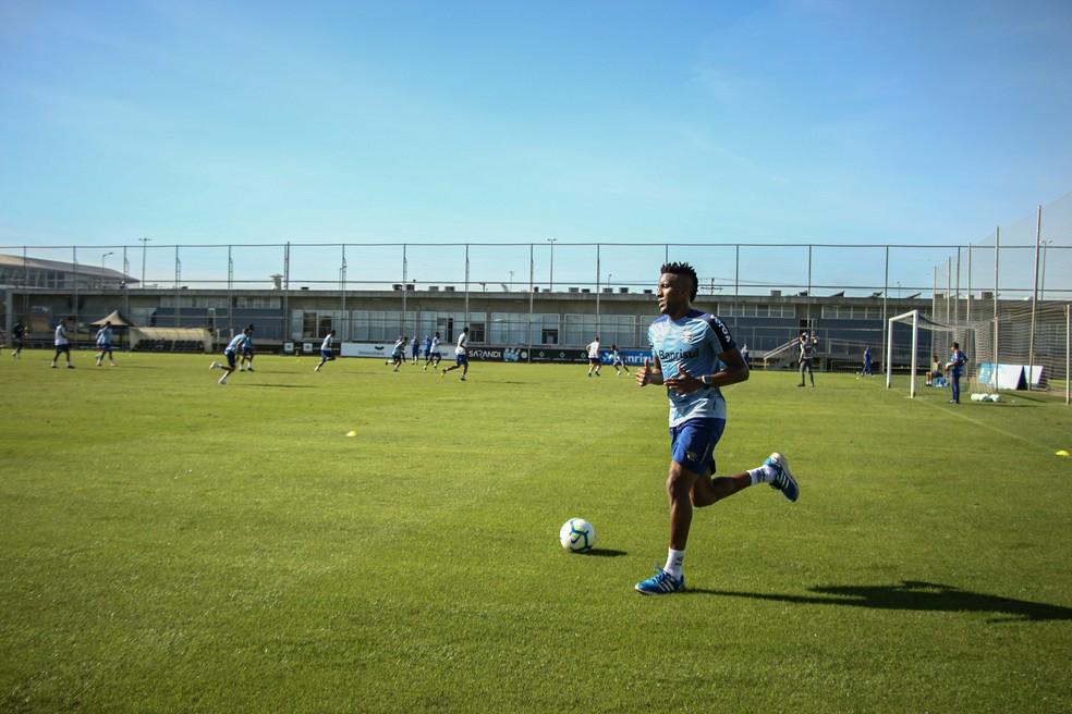 Cortez deve voltar apenas depois da Copa América — Foto: Lucas Bubols/GloboEsporte.com