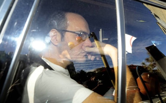 Lúcio Funaro chega na 10ª Vara da Justiça Federal de Brasília (Foto: Jorge William/Agência O Globo)