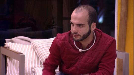 Mahmoud e Caruso encerram conversa com aperto de mão
