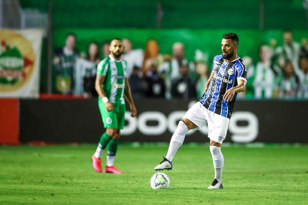 Maicon voltou a sentir problema físico e teve de sair — Foto: Lucas Uebel / Grêmio FBPA