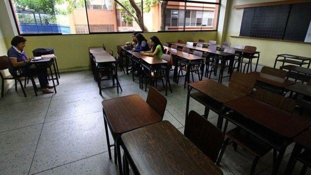 A chegada de estudantes estrangeiros vai na contramão de venezuelanos que fogem da crise no país (Foto: GETTY IMAGES via BBC)