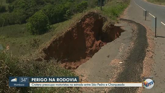 Erosão no acostamento causa risco a motoristas em rodovia entre Charqueada a São Pedro