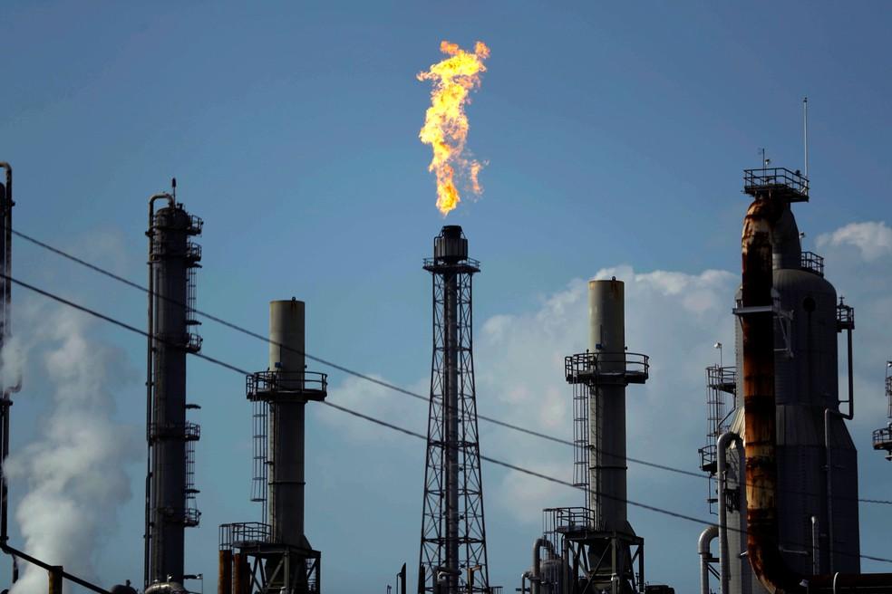 Preços do petróleo desabam nesta segunda com disputa entre Arábia Saudita e Rússia — Foto: Gregory Bull, File/AP
