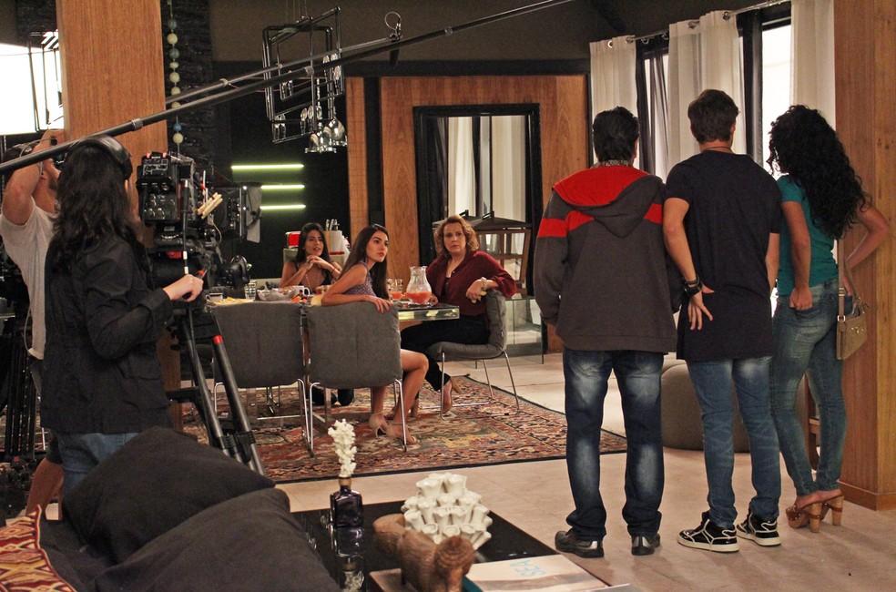 Por trás das câmeras durante a gravação (Foto: TV Globo)