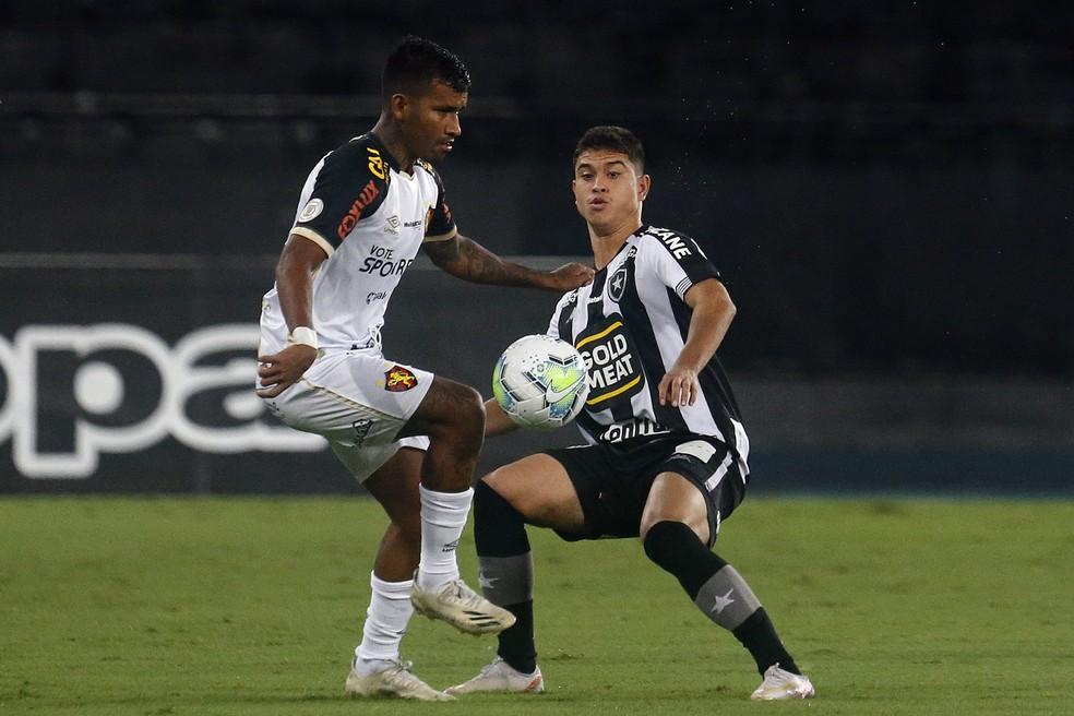 Kevin em ação pelo Botafogo contra o Sport  — Foto: Vitor Silva/Botafogo