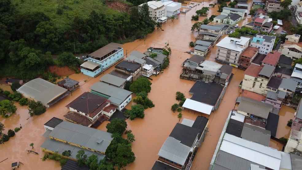 IÚNA - 25/01/2020: Imagens de drone mostram cidade alagada após chuva — Foto: Samuel Liberato