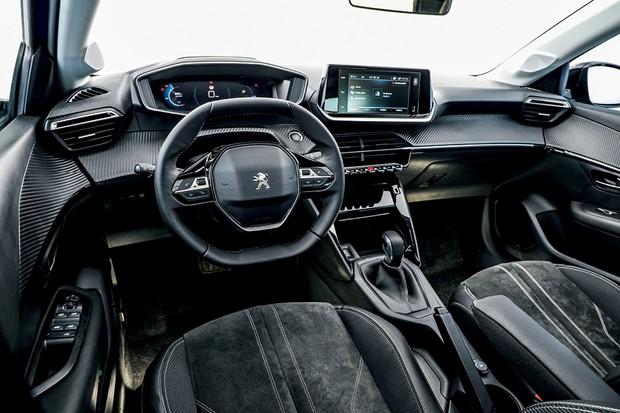 Peugeot 208 Griffe 1.6 - Bancos têm revestimento de couro e tecido acamurçado (Foto: Rafael Munhoz)