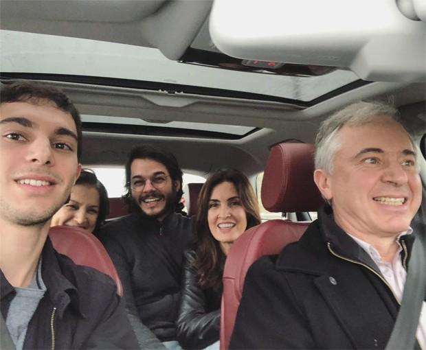 Fátima Bernardes e Túlio Gadêlha com familiares (Foto: Reprodução/Instagram)