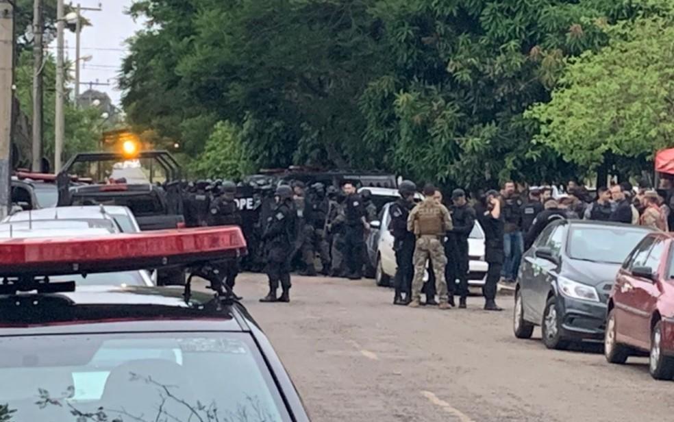 Mais de 400 agentes da SSP participaram da operação em Aparecida de Goiânia — Foto: Reprodução/TV Anhanguera