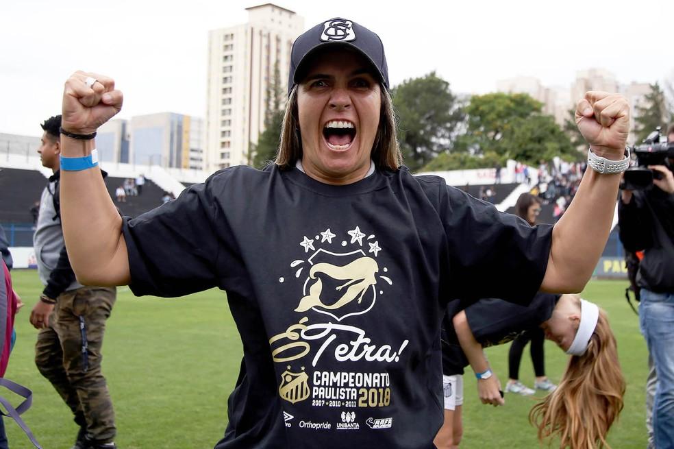 Emily Lima, técnica do Santos, comemora  — Foto: Pedro Ernesto Guerra Azevedo/Santos FC