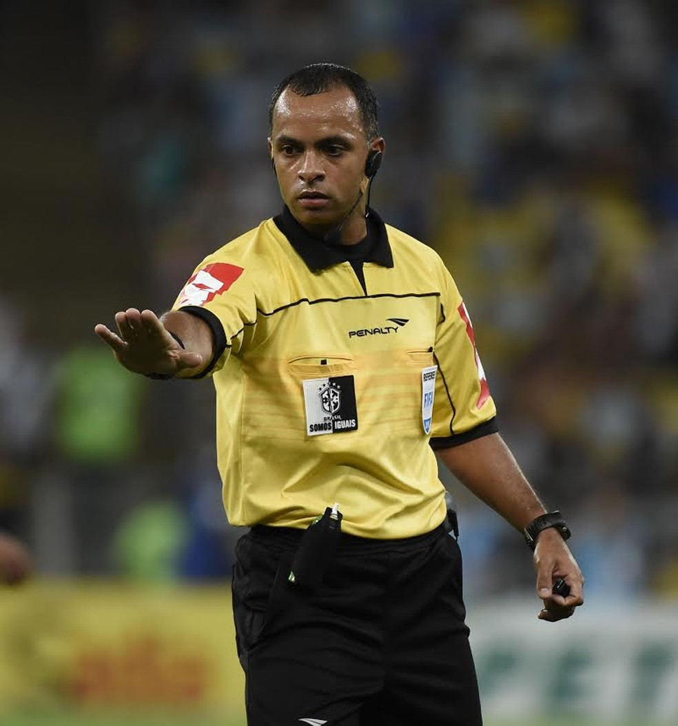 Wilton Pereira Sampaio apitará o jogo — Foto: André Durão