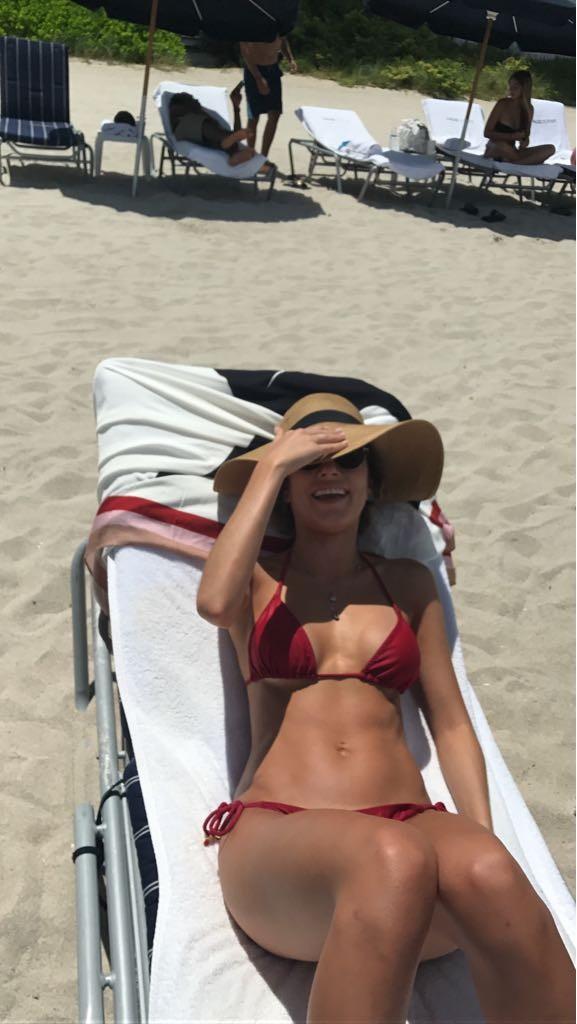 Bruna Hamú em lua de mel na praia (Foto: Arquivo pessoal)