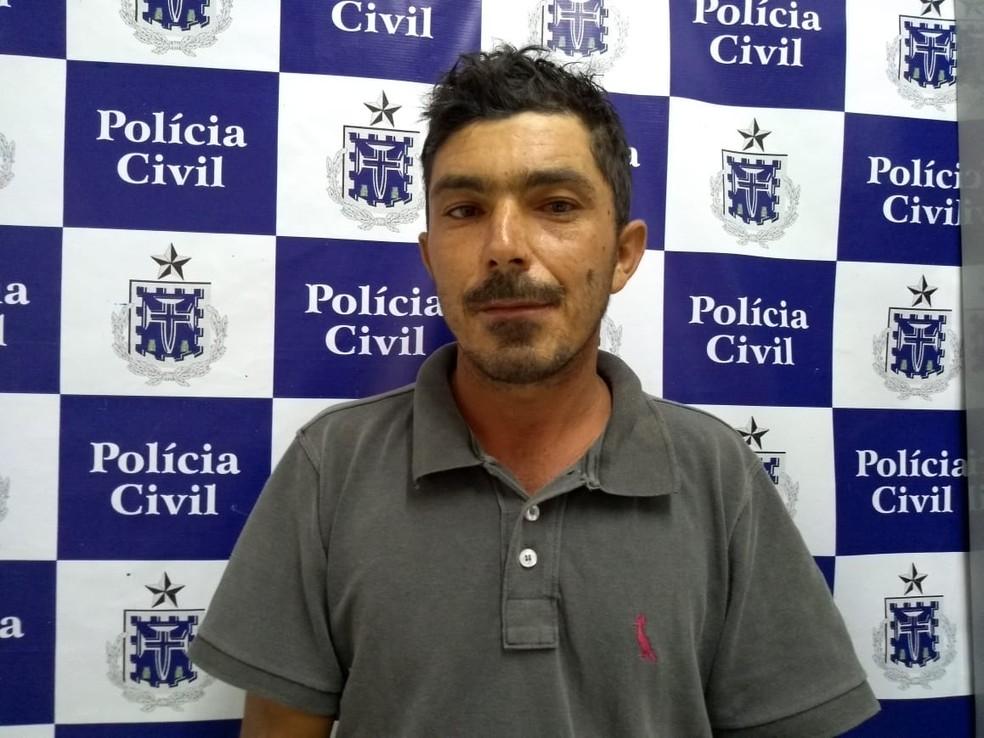 Homem foi preso suspeito de matar companheira na Bahia  — Foto: Divulgação/Polícia Civil