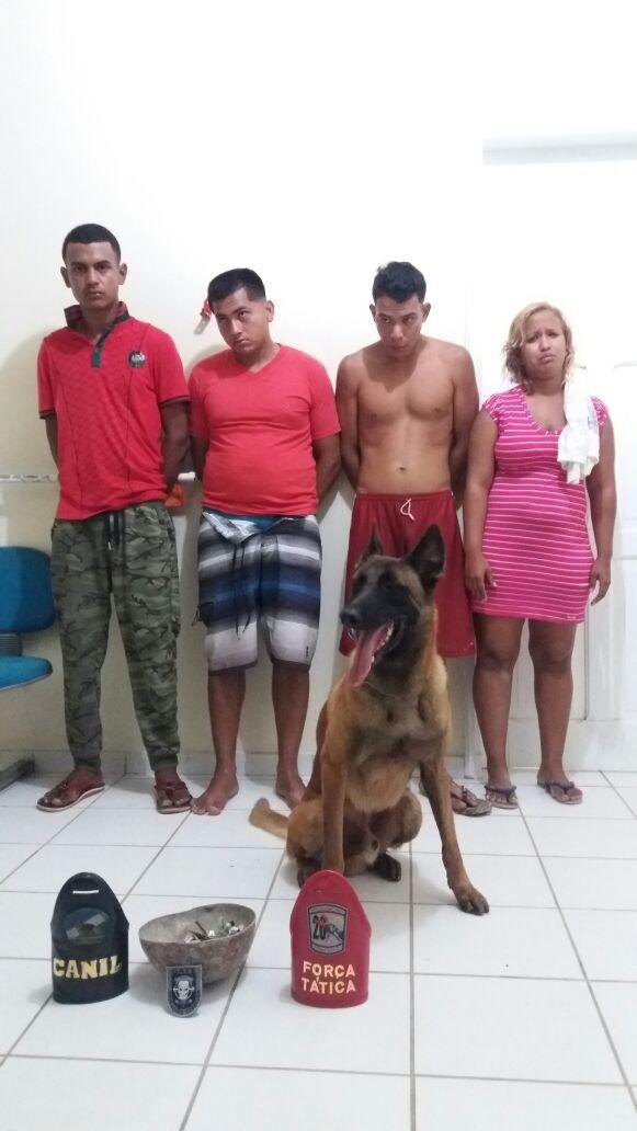 PM prende quatro em boca de fumo e encontra droga escondida em sapatos de crianças em Pacaraima, RR