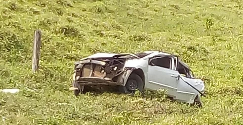 Segundo polícia, motorista teria perdido o controle do veículo, saído da estrada e capotado (Foto: Arquivo Pessoal)